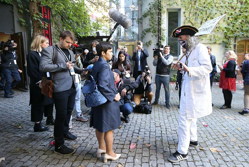 Piráti a Starostové - volební štáb v La Fabrice.