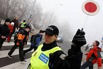POLICIE U ŠKOL. Řidiči bez problémů poslechli.