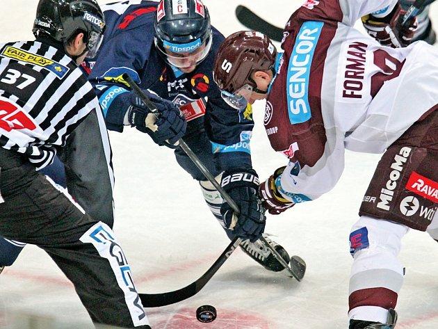 I když Liberec rychle vedl, tak proti bojovné Spartě neměl nárok. Lídři extraligové tabulky v O2 areně padli 2:5.