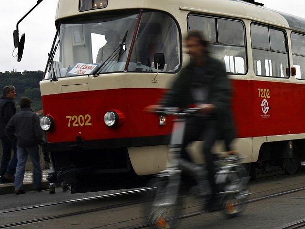 Jestli cestující Pražané budou někdy opět vyhlížet 'svou' tramvaj na Václavské náměstí, ukáže čas.