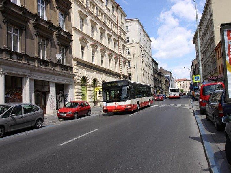 Rekonstrukci Husitské a části Koněvovy ulice požaduje Praha 3 několik let.