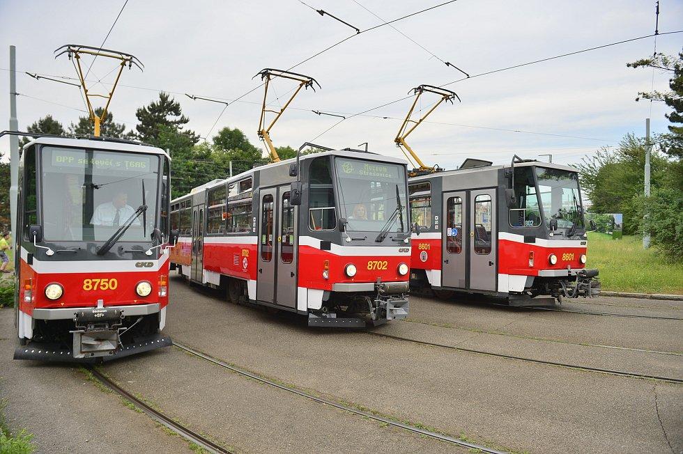 Poslední jízda tramvají typu T6A5.