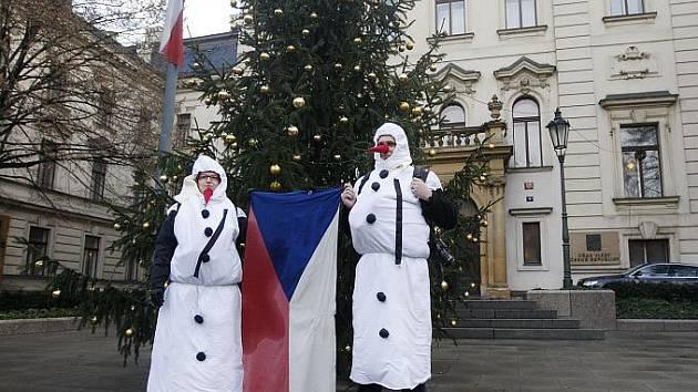Happening na podporu Ježíška jako tradičního symbolu Vánoc proběhl 22. prosince před Úřadem vlády. Účastníci předali petici za záchranu Ježíška mluvčímu vlády.
