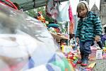 Dobročinný bazar na náměstí Míru