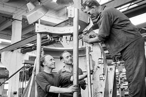 Bývalá Avia. Po komunistickém puči se v Avii nadále vyrábělo, ale pod jiným jménem: Závod Jiřího Dimitrova Letňany.