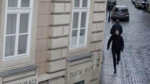 "Policie hledá ""kadeřníka"" z tramvaje."