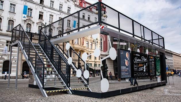Kavárna POTMĚ zakotvila 3. června na náměstí Republiky, kde setrvá až do 20. června 2019..