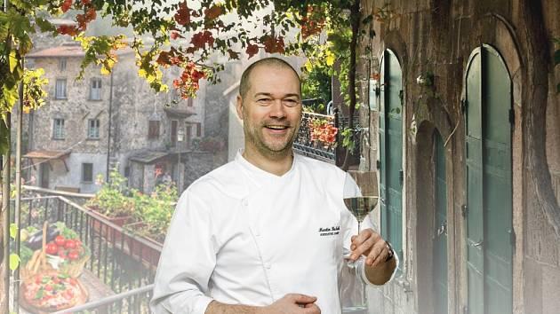 ITÁLIE znamená pro Martina Buška především pohodu. Obyvatelé Apeninského poloostrova si pobyt v restauraci užívají.