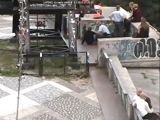 Sebevraha, který chtěl skoncovat se životem u kyvadla na Letné, zachránili ve středu vpodvečer pražští policisté.