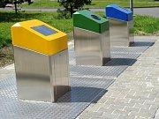 Podzemní kontejnery na tříděný odpad. Ilustrační foto.