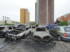Požár aut v ulici Pod Opatovem.