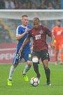 Zápas 3. kola první fotbalové ligy mezi týmy FC Slovan Liberec a AC Sparta Praha se odehrál 13. srpna na stadionu U Nisy v Liberci. Na snímku zleva Petr Ševčík a Jonathan Biabiany.