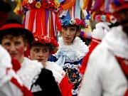 Tradiční masopustní průvod maškarních masek se konal 14. února v Praze 1.