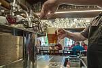 Restaurace, točené pivo - ilustrační foto.