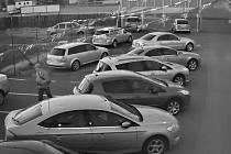 Zloději vykrádali autobazary, klíčky našli na místě.