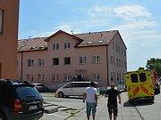 Požár v bytovém domě v Šestajovicích.