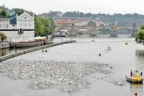 Pražský triatlonový závod patří díky prostředí k těm nejkrásnějším.