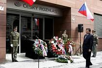 Pietní akt kladení věnců při příležitosti 40. výročí vojenské invaze v roce 1968 se uskutečnil 21. srpna před budovou Českého rozhlasu v Praze.