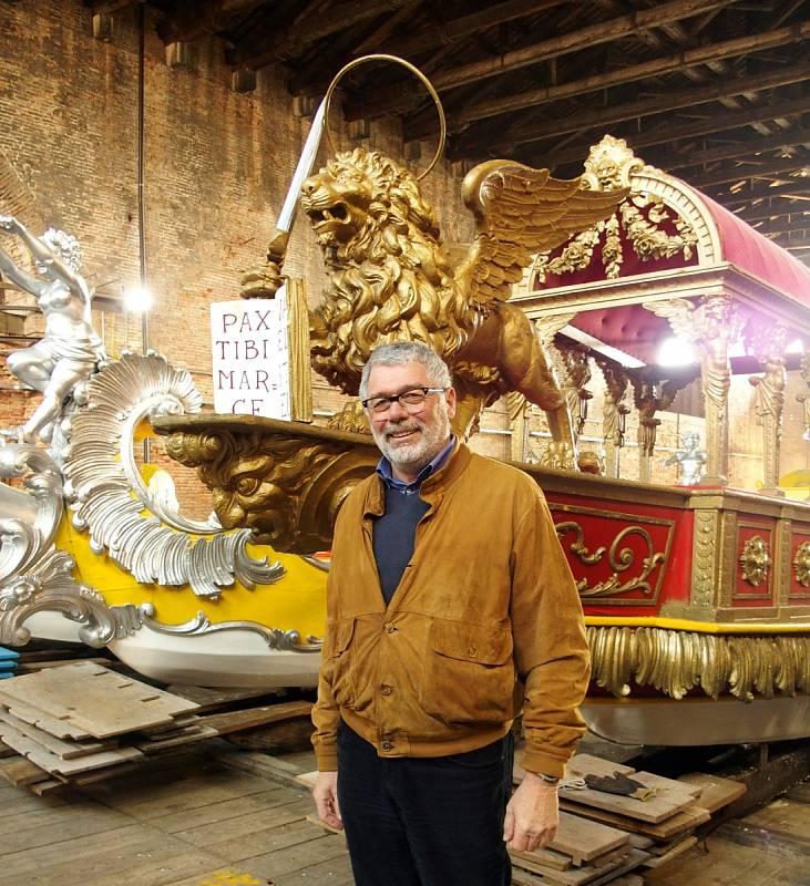 Manuele Medoro je zodpovědný za benátské tradiční slavnosti a lodě. On a jeho tým pečuje o stav lodí bissone a bude pracovat na zdobení lodi Praga.