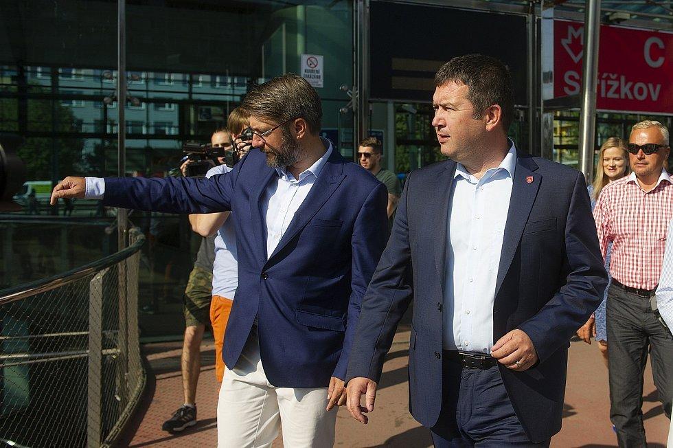 Zahájení volební kampaně ČSSD v Praze - Jan Hamáček a Jakub Landovský.