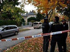 V rodinném domě v Klánovicích byl nalezen mrtvý manželský pár.