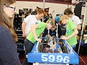 Studenti pražského gymnázia PORG na mezinárodní robotické soutěži v americkém Minneapolis.