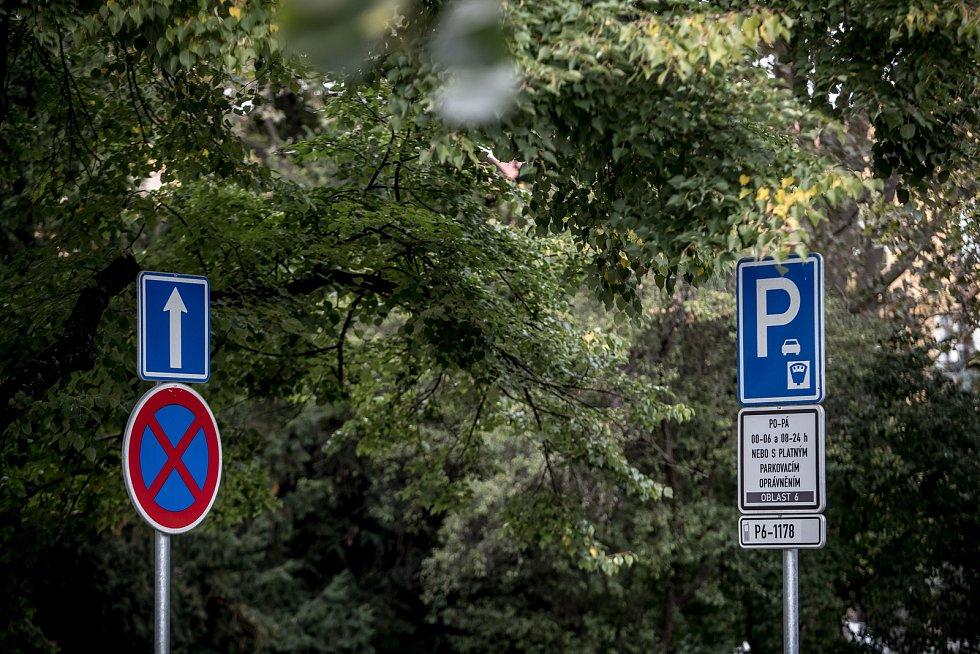 Modré zóny v Praze 6.