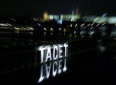 Světelná instalace Tacet umělkyně Ully Rauter byla slavnostně představena 20. února 09 večer. Je součástí instalací Transparency jako doprovodný kulturní program českého předsednictví v radě EU.