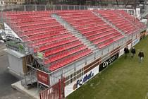 Tento typ tribuny s označením G2M se poprvé použil na olympiádě v Athénách, kde sloužil pro pozemní hokej.