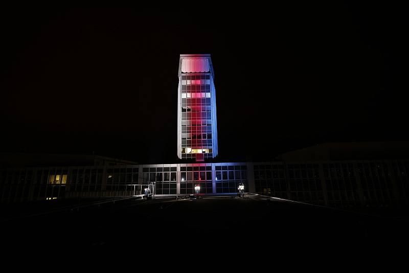 Nasvícená budova České televize v Praze 17. 11. 2020.