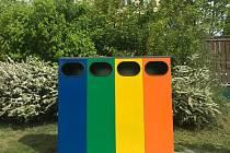 Praha 4 nainstalovala kontejnery na tříděný odpad na dětská hřiště