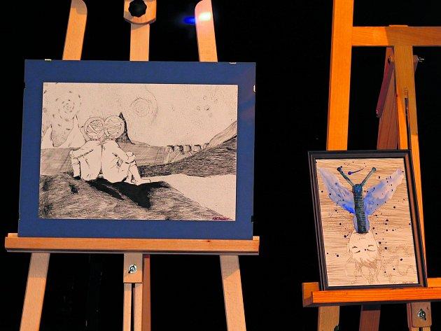 Lex Kartane vystavuje svá díla ivPraze.