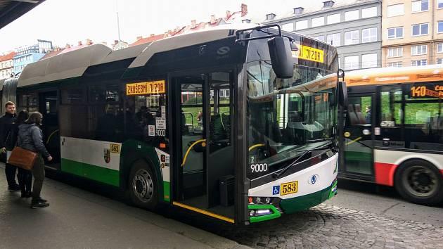 Trolejbus Škoda 27Tr v Praze.