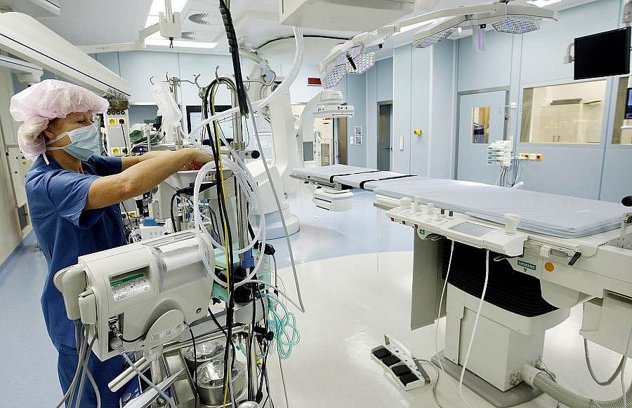 Otevření Hybridního operačního sálu v Institutu klinické a experimentální medicíny (IKEM) proběhlo 22. listopadu 2010 v Praze. Sálu požehnal pražský arcibiskup Dominik Duka.