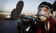 Pátý smogový dýchánek proti znečišťování vzduchu v Praze automobilovou dopravou proběhl 14. února na Nuselském mostě.