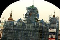 ZBÝVÁ UŽ MÁLO. Věže jsou na svém místě, rekonstrukce pokračuje, jen ještě chybí náplň.