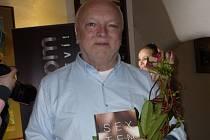Autor knihy Sextenze se svým dílem