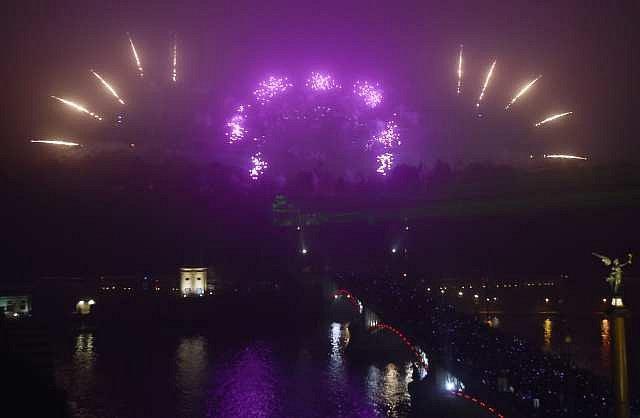 Novoroční ohňostroj byl odpálen z Letné