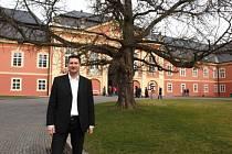 Ředitel Dobříše Pavel Krejcárek tu pracuje od doby, kdy se zámek vrátil původním majitelům. Nejraději má strom na zámeckém nádvoří.