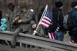 Vozidla amerického armádního konvoje, jehož účastníci se přes Česko vracejí ze cvičení v Pobaltí na domovskou základnu v Německu, dorazila v pondělí 30. března 2015 do ruzyňských kasáren v Praze.