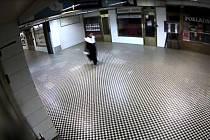 K neobvyklé krádeže si zloděj vybral divadlo v Opletalově ulici v centru metropole a noc na 3. prosince.
