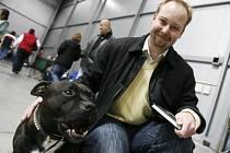 Předseda bezpečnostní komise Jeroným Tejc (ČSSD) navštívil 22. března 2008 výstavu psů v pražských Letňanech, aby zde jednal s chovateli bojových plemen.