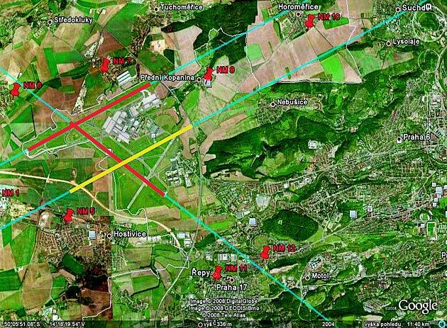 PARALELNÍ DRÁHA. Nová ranvej (na mapě vyznačena žlutě) se bude nacházet paralelně asi jeden a půl kilometru od té současné. Červené linie znázorňují již existující dráhy. Hlukem tak budou více zatíženi například obyvatelé Nebušic, Lysolají a Suchdola.