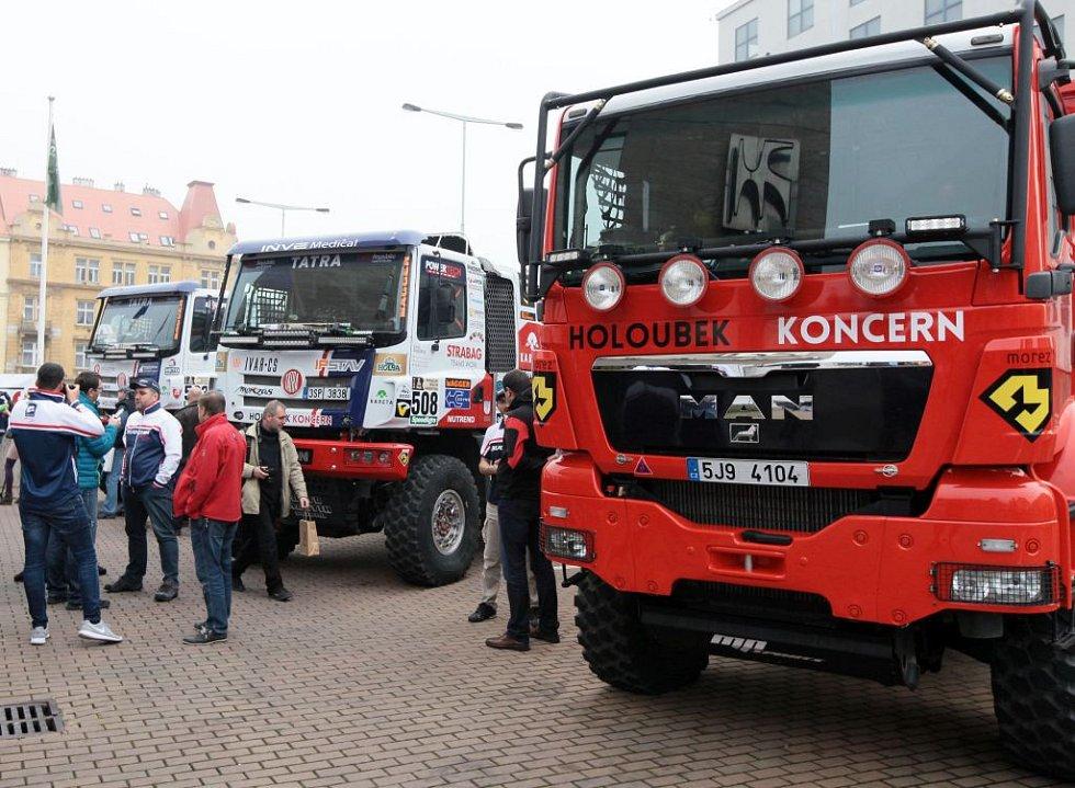 Ukázka speciálů před odjezdem na Dakar.