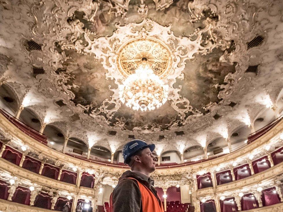 Rekonstrukce Státní opery vPraze.