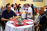 V Rehabilitačním ústavu Kladruby poobědvala Ivana Zemanová mezi tamními klienty.