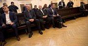 Obžalovaní zprava David Michal, Peter Kmeť, Radomír Kučera a Michal Urbánek před jednáním u pražského městského soudu.