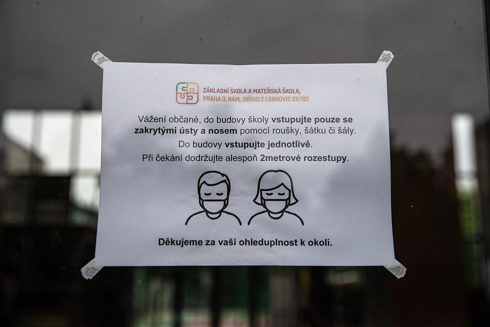 Děti v ZŠ na náměstí Jiřího z Lobkovic v Praze, 28. května 2020.