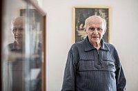 Válečný veterán Pavel Vranský při fotografování pro Deník 4. května v Praze.