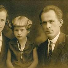 Od narození byla malá Hedvika často nemocná, ve dvou letech po těžkém průběhu spalniček zcela ohluchla.
